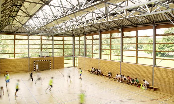 Sporthalle mit zwei Spielfeldern