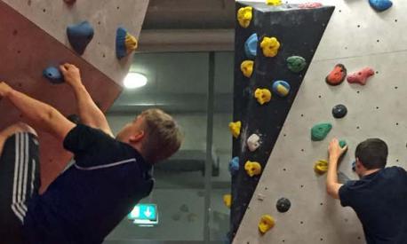 Neues aus dem Internat: Kletterwerkstatt und Tischfussball