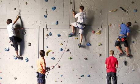 Kletterer siegen beim Bouldercup